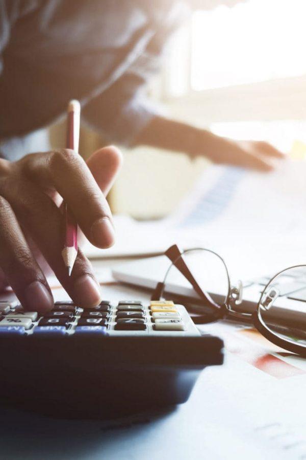 calculo de retenciones y facturas en Ecuador